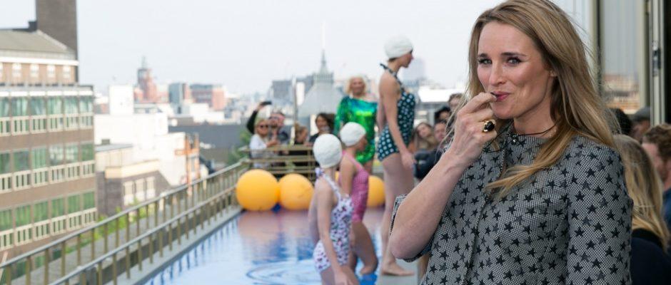 Als ware badmeester gaf Lieke van Lexmond het officiële startsein voor Shockwave, de zomerprogrammering van het hotel. ANP PHOTO PERSSUPPORT